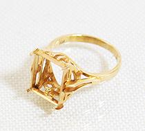 金の台座指輪